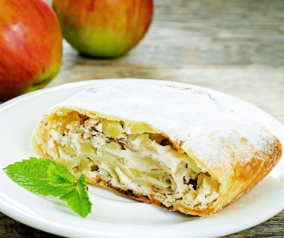 Okusni jabolčni zvitki s svežim sirom