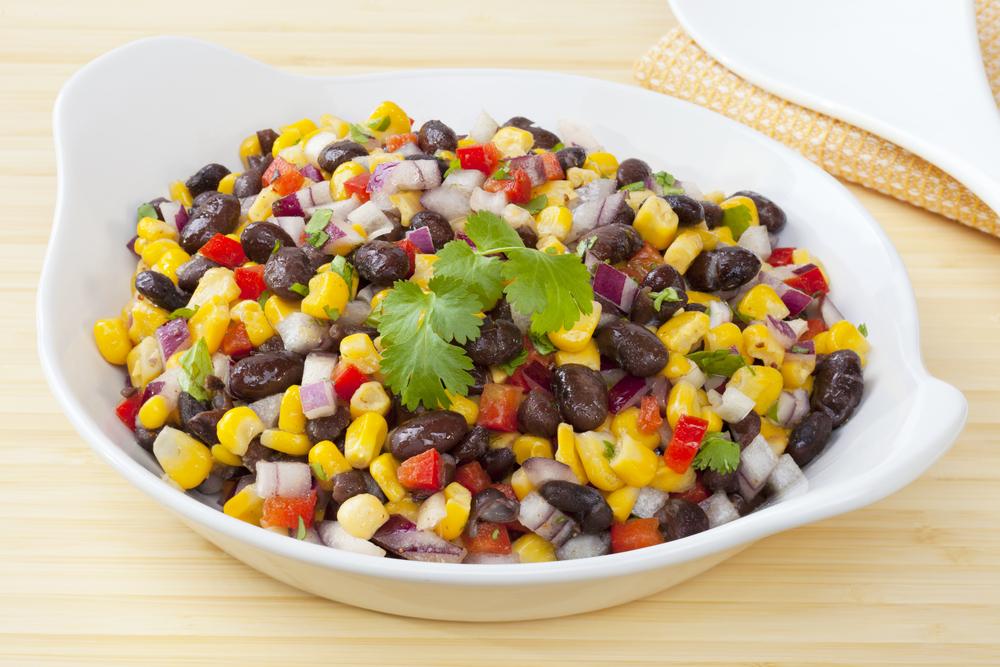 Recept za zdravo mehiško solato iz koruze in črnega fižola