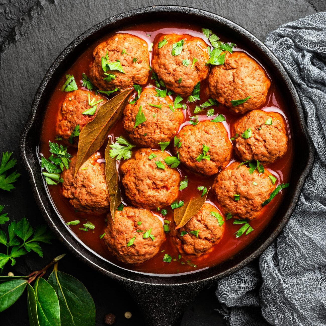 Mesne kroglice v paradižnikovi omaki – čufte