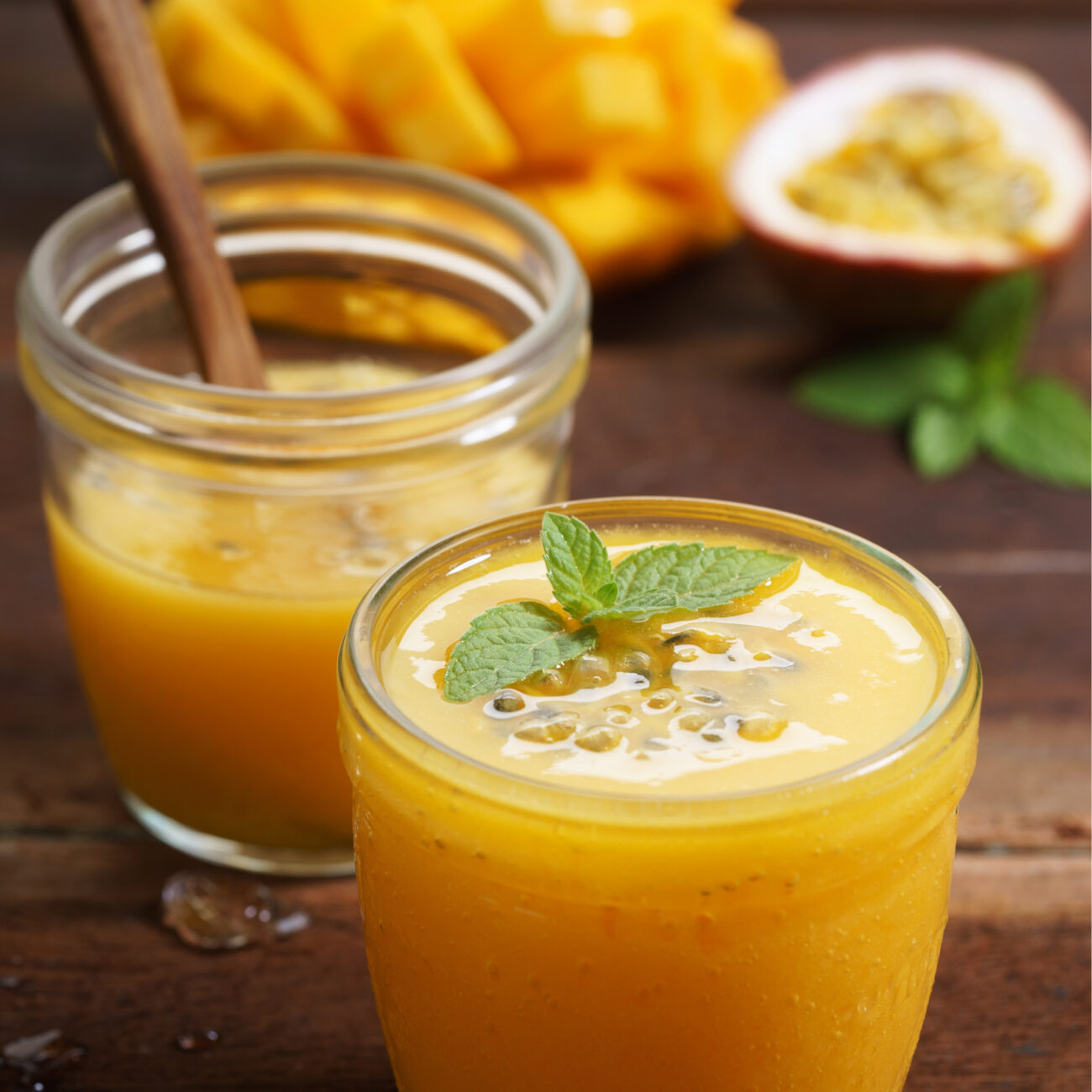 Mangov smuti z dodatkom kurkumo